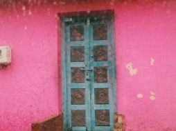 Colorful door of a house on the way to Abbey Falls